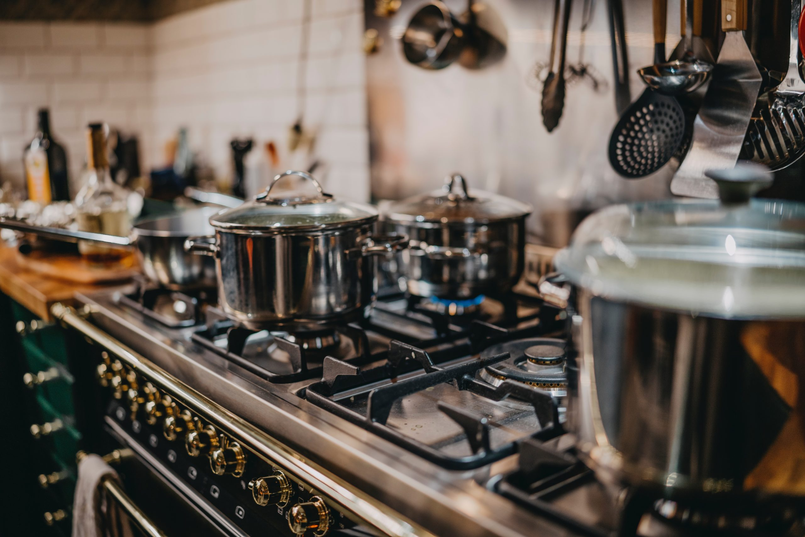 キッチンに調理器具が並んでいる画像